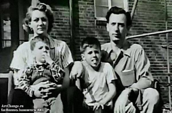 Сильвестр Сталлоне в детстве с братом, отцом Фрэнком и матерью Жаклин