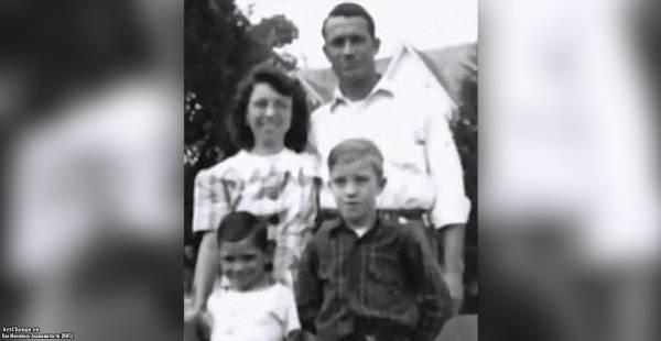 Чак Норрис в детстве с родителями и братом