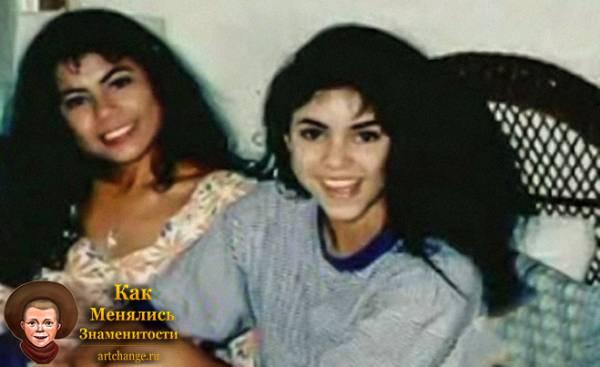 Шакира в юности с Моникой Аризой