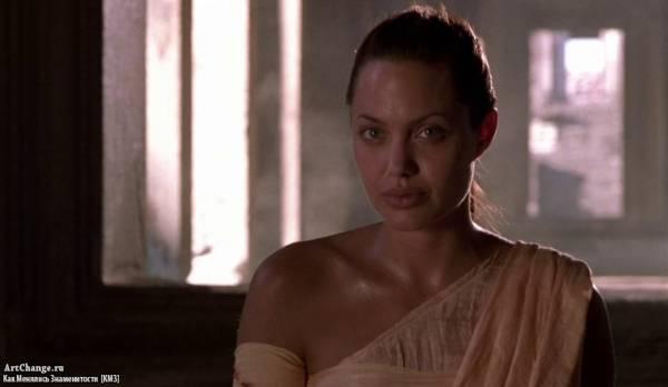 Лара Крофт: Расхитительница гробниц (2001), в ролях Анджелина Джоли