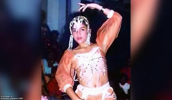 Шакира в детстве, юности исполняет восточные танцы