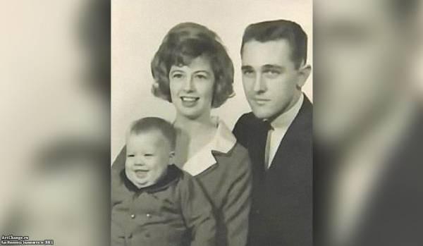 Брэд Питт в детстве с отцом и матерью