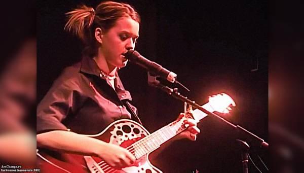 Юная Кэти Перри в туре в поддержку альбома Katy Hadson (2001)