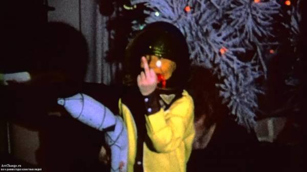 Курт Кобейн в детстве показывает Fuck (Фак)