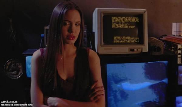 Киборг-2:Стеклянная тень (1993), в ролях Анджелина Джоли