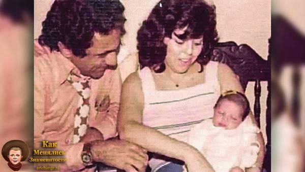 Шакира в младенчестве с родителями