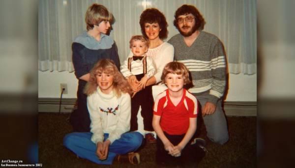 Курт Кобейн в юности с отцом Дональдом и его новой семьей