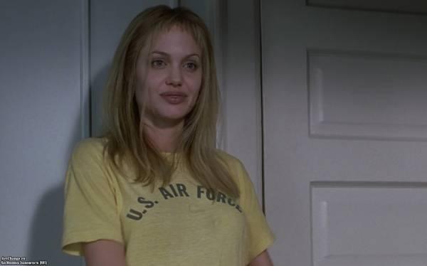 Прерванная жизнь (1999), в ролях Анджелина Джоли