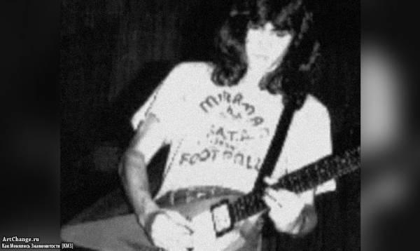 Джонни Депп в юности с гитарой