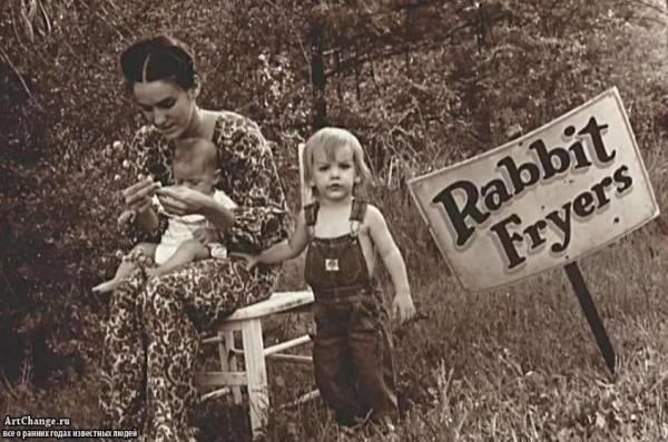 Джаред и Шеннон Лето в раннем детстве с матерью Констанс