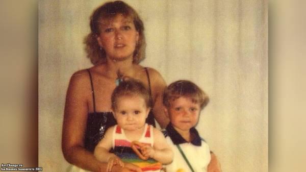 Мария Кожевникова в детстве с братом и мамой Маргаритой