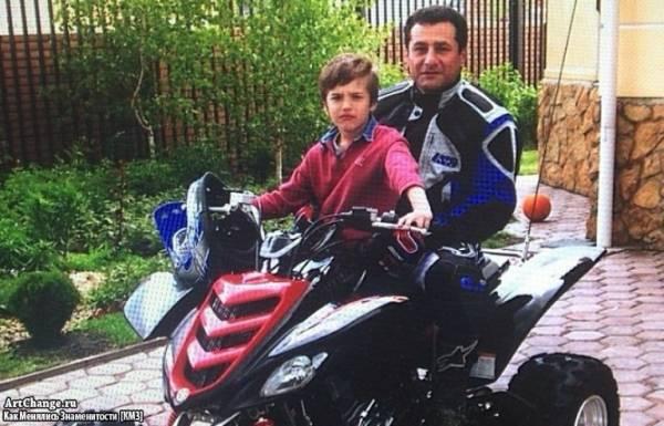 Рома Жёлудь (Игнат Керимов) в детстве с отцом Рустамом
