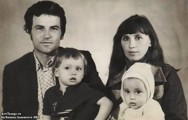 Дима Билан в детстве с родителями и старшей сестрой Еленой
