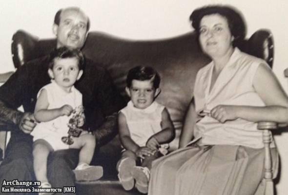Антонио Бандерас с отцом, мамой и братом Франциско