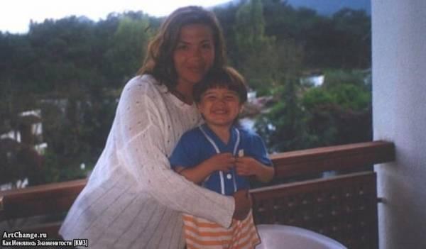 Рома Жёлудь (Игнат Керимов) в детстве с мамой Оксаной