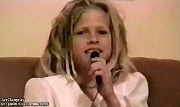 Аврил Лавин в детстве поет