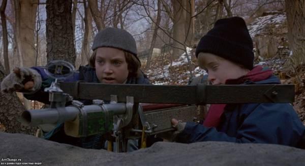 Добрый сынок (1993), в ролях Маколей Калкин, Элайджа Вуд