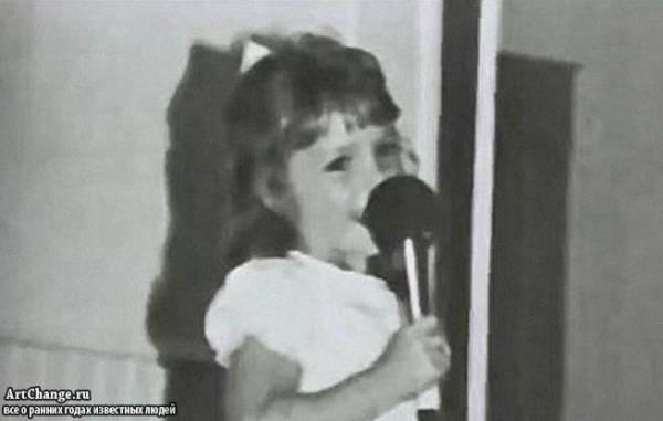 Бритни Спирс в детстве с микрофоном