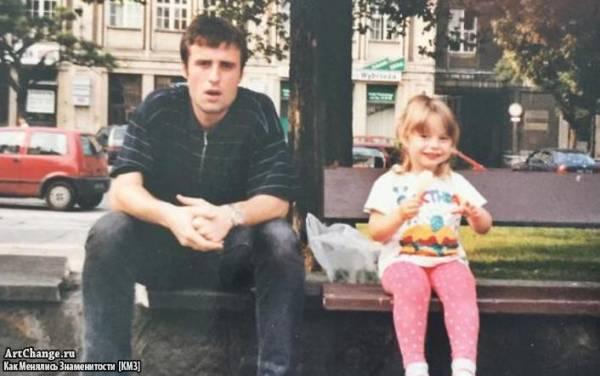 Маленькая Соня Есьман в детстве c отцом