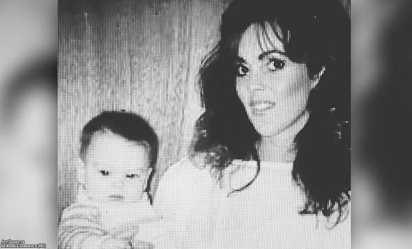 Линдси Лохан в младенчестве с матерью Диной