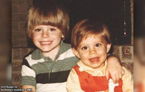 Дженсен Эклс в детстве с братом Джошуа