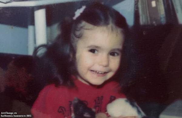 Нина Добрев в раннем детстве, возрасте