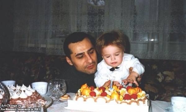 Рома Жёлудь (Игнат Керимов) в раннем детстве с отцом Рустамом