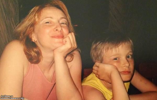 Егор Крид (Булаткин) в детстве, юности с мамой