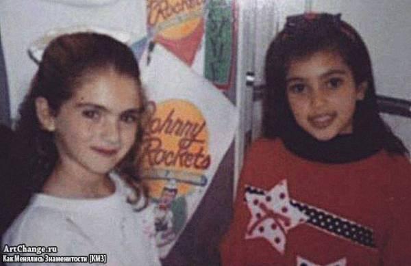 Ким Кардашьян в детстве с сестрой