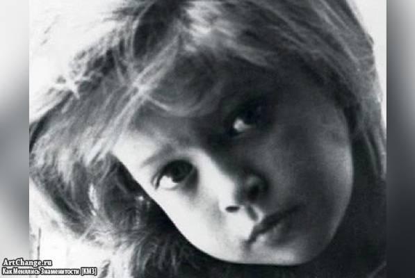 Вера Брежнева (Киперман) в детстве, юности (1 класс)
