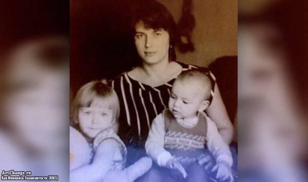 Ирина Шейк в детстве с мамой Ольгой и сестрой Татьяной