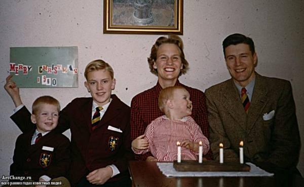 Дольф Лундгрен в детстве с родителями (отцом Карлом и мамой), братьями