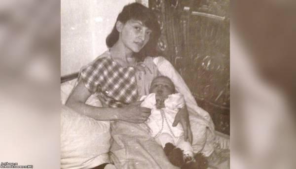 Леван Горозия, L'One во младенчестве на руках у матери