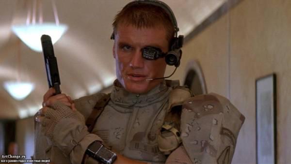 Универсальный солдат (1992), в ролях Дольф Лундгрен