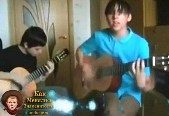Максим Голополосов (+100500) в детстве, юностипоет под гитару