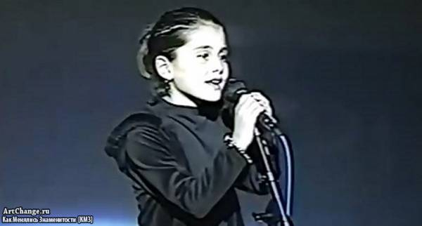 Ариана Гранде в детстве на сцене (8 лет)