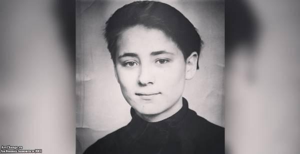 Земфира Рамазанова в детстве, юности (11-ый класс)