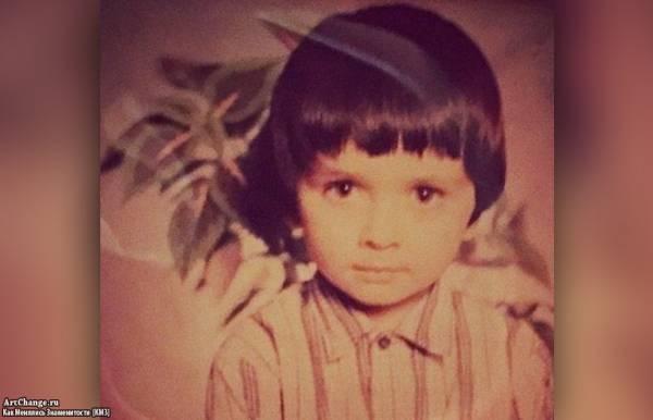 Смоки Мо (Александр Цихов) в детстве, юности