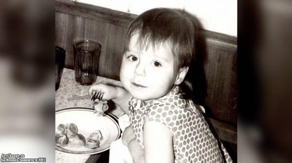 Юлия Савичева в раннем детстве