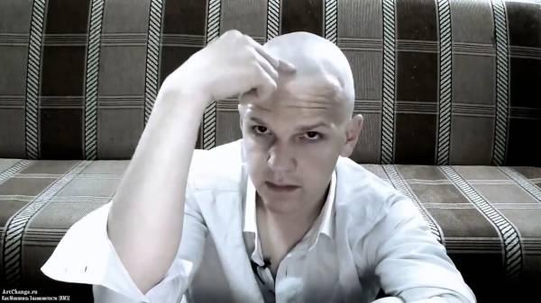 Дмитрий Ларин в молодости, до известности (лысый)