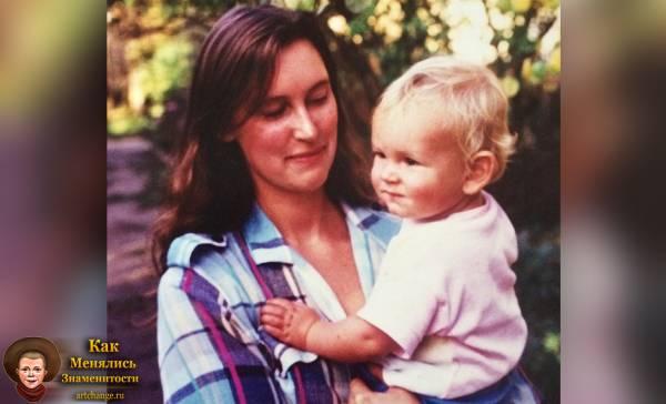 Паша Микус в детстве с мамой