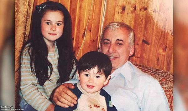 Юлия Пушман (Julia Pushman) с братом и дедушкой в детстве