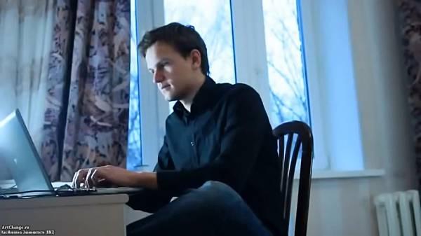 Дмитрий Ларин за компьютером в молодости
