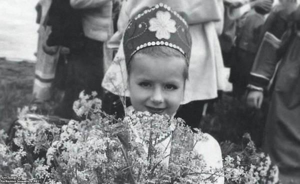 Юлия Савичева в детстве в коллективе Светлячок (5 лет)