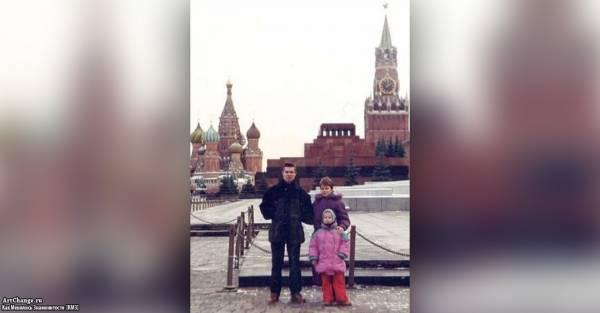 Юлия Савичева в детстве с родителями - мамой и папой