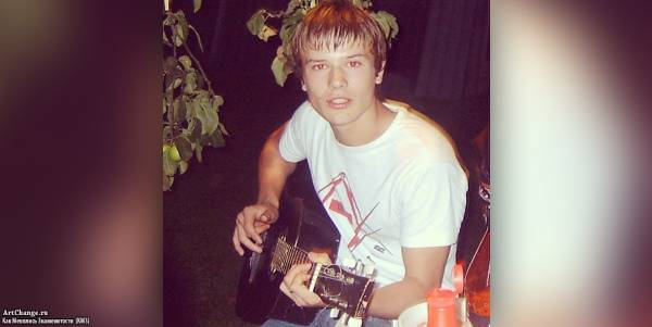 Макс Корж в детстве, юности с гитарой