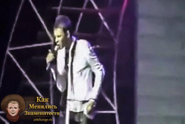 Макс Барских порезал вены во время выступления из-за Лободы фото