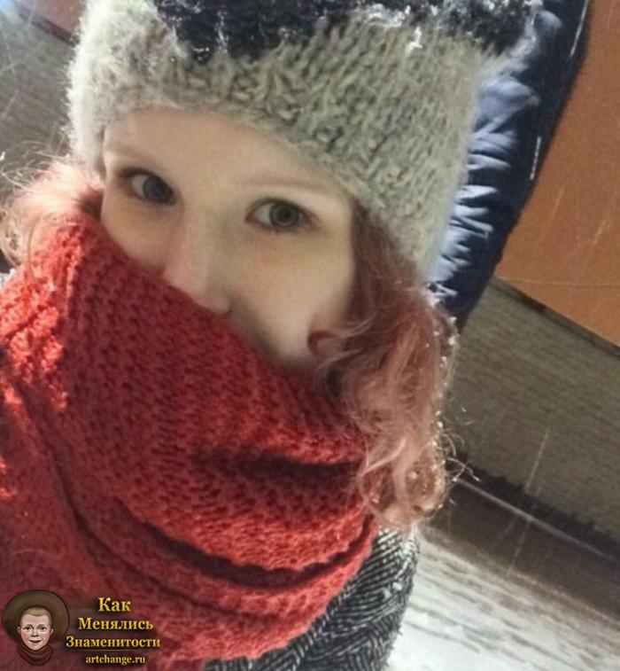 Лиза Монеточка в детстве, в шарфе до известности будучи маленькой